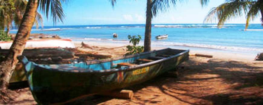 batido-puerto-viejo-boat-hightravel